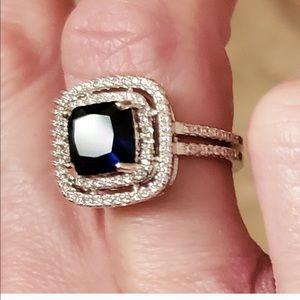 EXQUISITE MULTI-SAPPHIRE DIAMOND RING